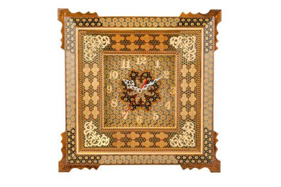 ساعت خاتم کاری شده که در مدل های مختلف با استفاده از هنر زیبای کشورمان ایران و شهر اصفهان در فروشگاه صنایع دستی برای شما عزیزان قرار داده ایم